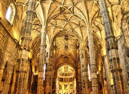 Interior_do_Mosteiro_dos_Jerónimos wiki